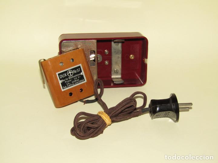 Juguetes Antiguos: Antiguo Proyector de Cine Infantil a Cuerda y Eléctrico de Baquelita KINO del Fabricante Alemán DUX - Foto 7 - 245426130