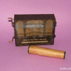 Juguetes Antiguos: ANTIGUA APARATO MUSICAL PLAROLA ÓRGANO CON ROLLO MUSICAL - AÑO 1928. Lote 294064593