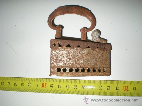 Juguetes antiguos Rico: cacharritos hojalata rico años 40 plancha carbon para muñecas dificil!!!!!.... - Foto 2 - 36680357