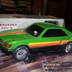 Juguetes antiguos Rico: MERCEDES 380S ELECTRICO SALVA OBSTACULOS 36CMS CAJA. Lote 99649732