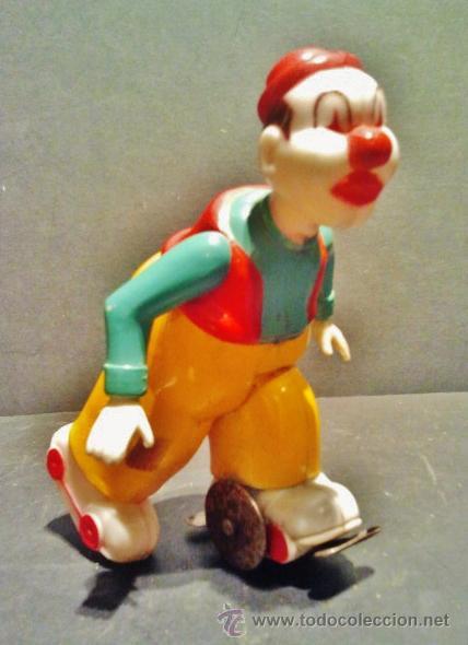 Juguetes antiguos Rico: Payaso patinador a cuerda de plástico de Rico. Funciona correctamente. - Foto 3 - 41700617