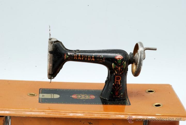 Juguetes antiguos Rico: Máquina de coser hojalata Rápida Rico Singer juguete años 20 - Foto 2 - 42650190