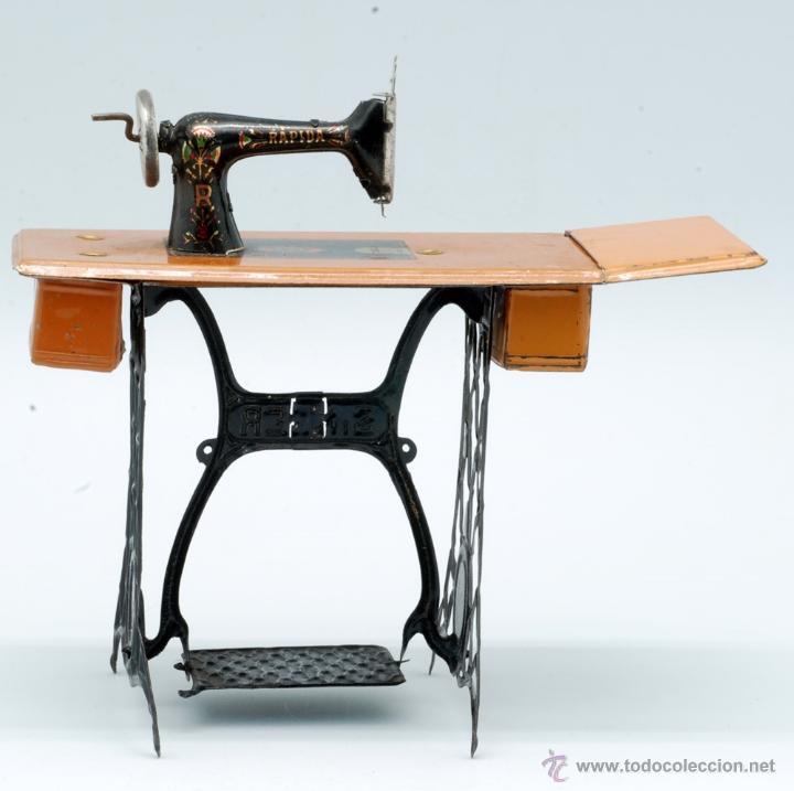 Juguetes antiguos Rico: Máquina de coser hojalata Rápida Rico Singer juguete años 20 - Foto 3 - 42650190