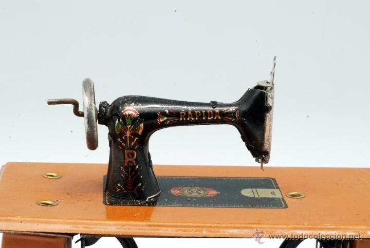 Juguetes antiguos Rico: Máquina de coser hojalata Rápida Rico Singer juguete años 20 - Foto 4 - 42650190
