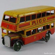 Juguetes antiguos Rico: ANTIGUO AUTOBUS DE HOJALATA LITOGRAFIADA DE RICO, DE DOS PISOS, A CUERDA, AÑOS 30, FUNCIONANDO PERFE. Lote 73642671