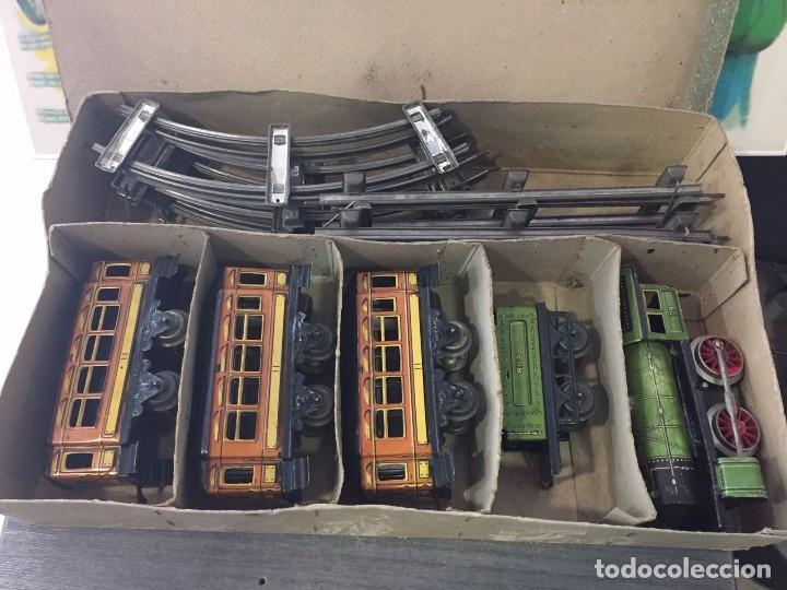 Juguetes antiguos Rico: Tren a cuerda De Rico años 20-30. Hojalata.Tipo Paya - Foto 2 - 79748637