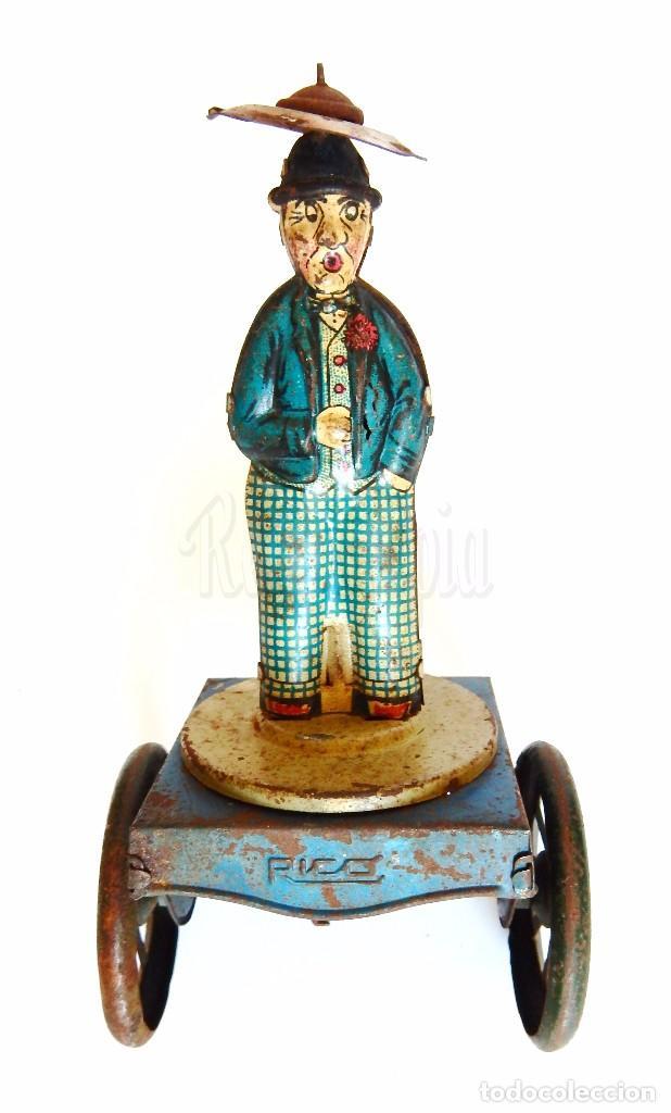 Juguetes antiguos Rico: PERSONAJE CHARLOT DE HOJALATA CON PARAGUAS, GIRA ASPAS HÉLICES. ARRASTRE. RICO. AÑOS 30 - 40 - Foto 2 - 94378890