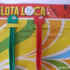 Juguetes antiguos Rico: PANOPLIA EXPOSITOR CON DOS PELOTAS LOCAS ( TACA TACA ) DE RICO AÑOS 70 - SIN USO. Lote 104325439