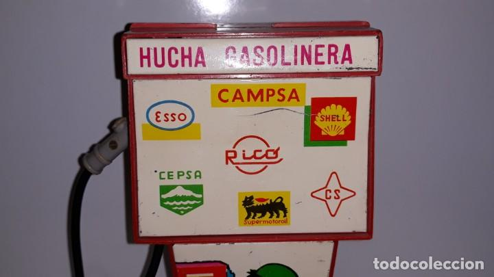 Juguetes antiguos Rico: RICO : ANTIGUA HUCHA SURTIDOR DE GASOLINA / GASOLINERA DE HOJALATA Y PLASTICO AÑOS 70 CAMPSA CEPSA - Foto 2 - 135012150