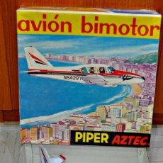 Juguetes antiguos Rico: AVIONETA BIMOTOR PIPER AZTEC DE RICO CON SU CAJA. Lote 136496298