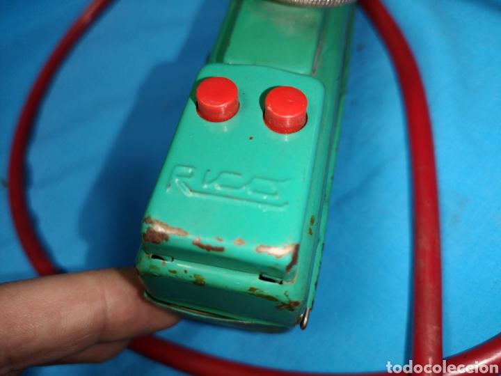 Juguetes antiguos Rico: Precioso coche Oldsmobile de rico cabledirigido. No funciona. Todo metálico. Hojalata. rojo. Años 60 - Foto 11 - 143180788