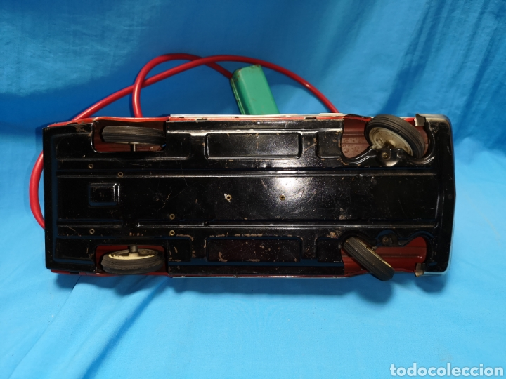 Juguetes antiguos Rico: Precioso coche Oldsmobile de rico cabledirigido. No funciona. Todo metálico. Hojalata. rojo. Años 60 - Foto 12 - 143180788