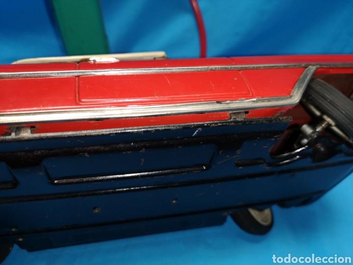 Juguetes antiguos Rico: Precioso coche Oldsmobile de rico cabledirigido. No funciona. Todo metálico. Hojalata. rojo. Años 60 - Foto 14 - 143180788