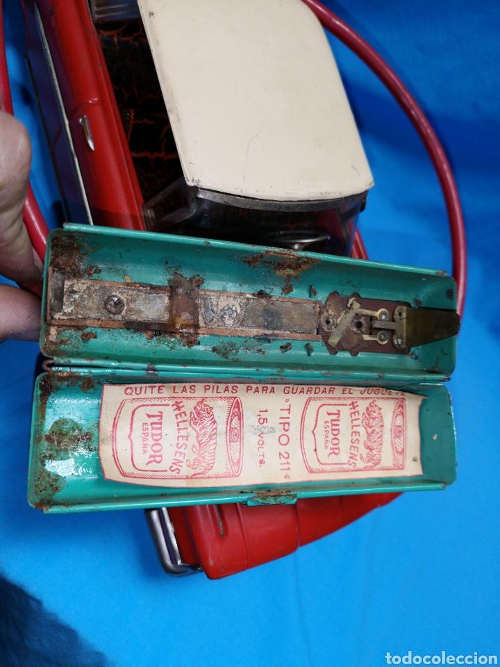 Juguetes antiguos Rico: Precioso coche Oldsmobile de rico cabledirigido. No funciona. Todo metálico. Hojalata. rojo. Años 60 - Foto 15 - 143180788