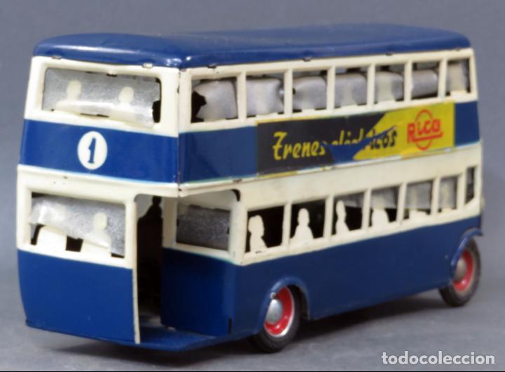 Juguetes antiguos Rico: Autobus dos pisos Rico Line Toy Trenes Eléctricos hojalata pasajeros silueta años 40 - 50 etiqueta - Foto 6 - 144097038