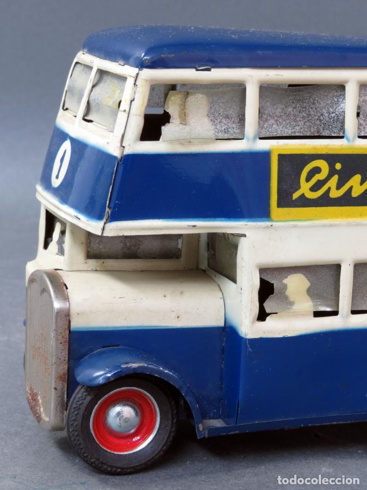 Juguetes antiguos Rico: Autobus dos pisos Rico Line Toy Trenes Eléctricos hojalata pasajeros silueta años 40 - 50 etiqueta - Foto 7 - 144097038