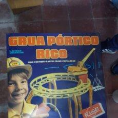 Juguetes antiguos Rico: GRÚA PÓRTICO RICO. Lote 145978148