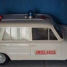 Juguetes antiguos Rico: RICO. AMBULANCIA SEAT 1430 A FRICCION. Lote 150702586