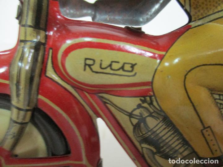 Juguetes antiguos Rico: Preciosa Moto Hojalata Litografiada - Marca Rico I -289 - a Cuerda, Funcionando - Años 30-40 - Foto 6 - 155617322