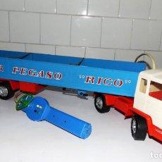 Juguetes antiguos Rico: CAMION ARTICULADO TRAILER PEGASO RICO FUNCIONA TODO CORRECTAMENTE. Lote 155630928