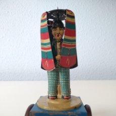Juguetes antiguos Rico: RICO, HOMBRE CON PARAGUAS DE ARRASTRE. HOJALATA 1928. Lote 156176338