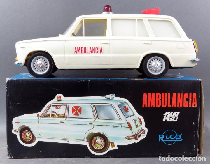SEAT 1430 AMBULANCIA RICO LANZADO FRICCIÓN REF 73 CON CAJA FUNCIONA BUEN ESTADO (Juguetes - Marcas Clásicas - Rico)