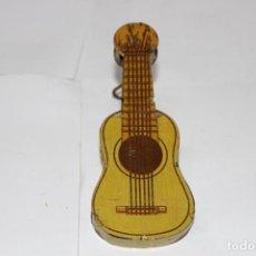 Juguetes antiguos Rico: GUITARRA DE CARRACA DE RICO. MUY BUEN ESTADO. Lote 191066882