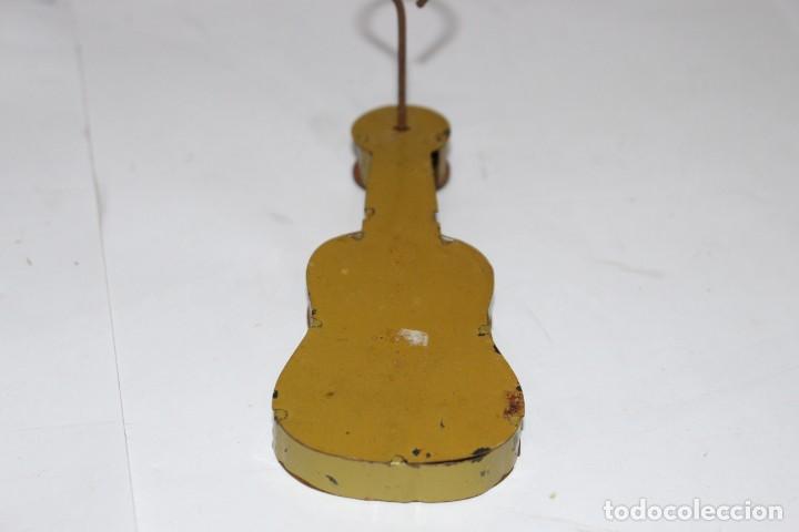 Juguetes antiguos Rico: Guitarra de carraca de Rico. Muy buen estado - Foto 3 - 191066882