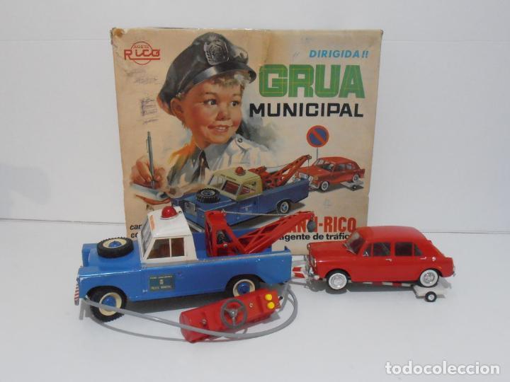 ESPECTACULAR GRUA MUNICIPAL SANTI RICO, AGENTE DE TRAFICO, CAJA ORIGINAL, LAND ROVER Y MORRIS 1100 (Juguetes - Marcas Clásicas - Rico)