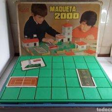 Juguetes antiguos Rico: JUEGO MAQUETA 2000 EN SU CAJA ORIGINAL DE RICO. Lote 203765002