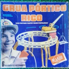 Juguetes antiguos Rico: GRUA PÓRTICO RICO - CON CAJA ORIGINAL - BUEN ESTADO - FUNCIONA EN PARTE - FALTAN PIEZAS. Lote 205258827