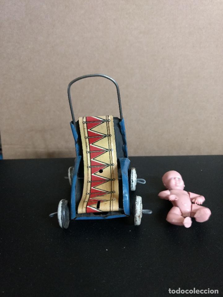 Juguetes antiguos Rico: ANTIGUA SILLA DE PASEO EN HOJALATA miniatura Española años 40 de rico-paya o similar - Foto 2 - 210152335