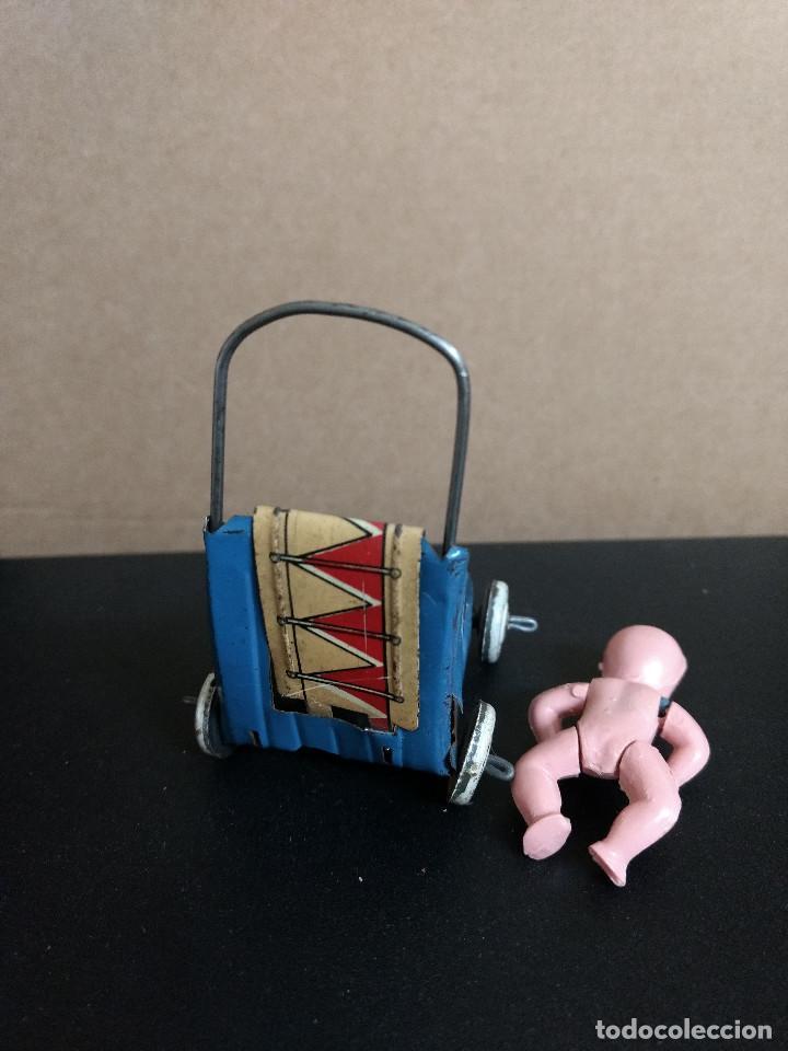 Juguetes antiguos Rico: ANTIGUA SILLA DE PASEO EN HOJALATA miniatura Española años 40 de rico-paya o similar - Foto 6 - 210152335