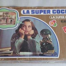 Juguetes antiguos Rico: LA SUPER COCINA ELECTRICA BATIDORA TELEFONO Y LUZ FUNCIONANDO AÑOS 70 DE RICO. Lote 232657660