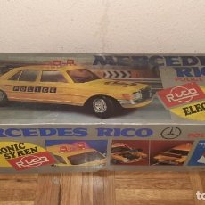 Juguetes antiguos Rico: JUGUETE MERCEDES RICO POLICE PATROL 450 D PERFECTO FUNCIONA 100% CABLE DIRIGIDO 1981 + CAJA ANTIGUO. Lote 241123765