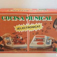 Juguetes antiguos Rico: COCINA MUSICAL ELECTRÓNICA RICO ESPAÑA AÑOS 70. Lote 245462465