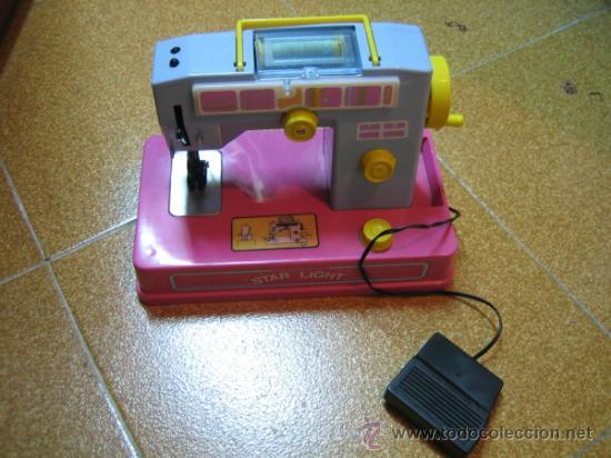 Juguetes antiguos Román: Maquina de coser de juguete a pilas, marca ROMAN. Funciona - Foto 2 - 32463300