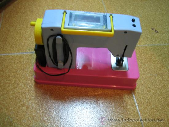Juguetes antiguos Román: Maquina de coser de juguete a pilas, marca ROMAN. Funciona - Foto 3 - 32463300