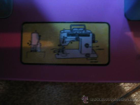 Juguetes antiguos Román: Maquina de coser de juguete a pilas, marca ROMAN. Funciona - Foto 6 - 32463300