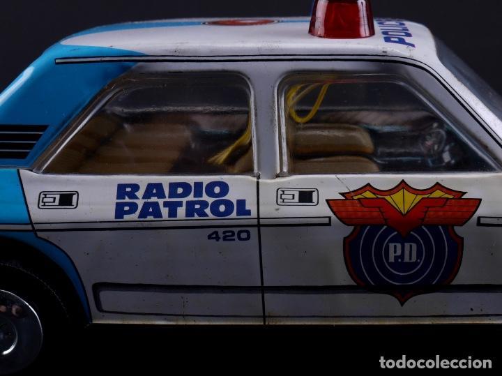 Juguetes antiguos Román: COCHE METALICO RADIO PATROL SALVA OBSTACULOS, SERIE 2400/1 - Foto 5 - 111967815