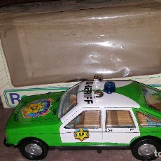 Altes Spielzeug Román - ANTIGUO COCHE HOJALATA SALVAOBSTACULOS SHERIFF A PILAS DE ROMAN - EN CAJA - 116296147
