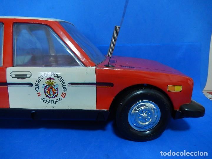 Juguetes antiguos Román: Seat 131 L, Cuerpo de Bomberos Jefatura. N 35. Distintivo de bomberos de Barcelona. Román. España. - Foto 4 - 120751831
