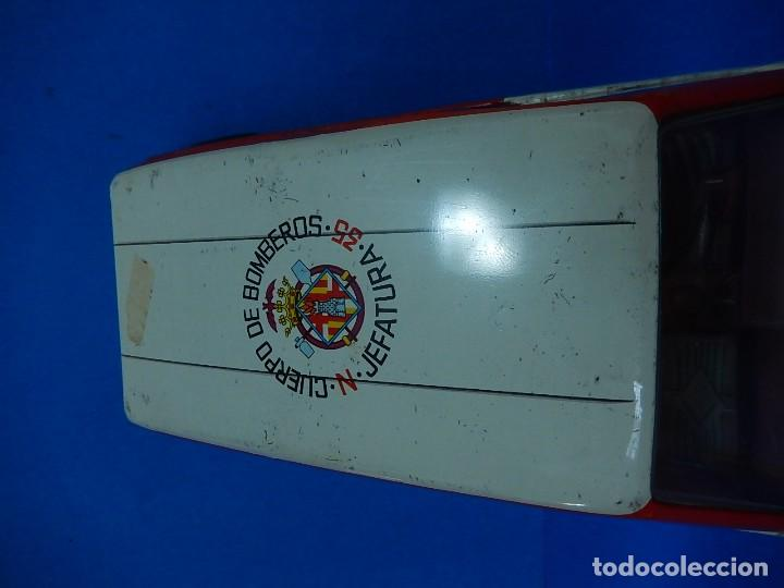 Juguetes antiguos Román: Seat 131 L, Cuerpo de Bomberos Jefatura. N 35. Distintivo de bomberos de Barcelona. Román. España. - Foto 9 - 120751831