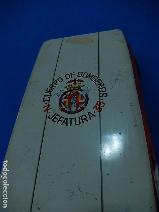 Juguetes antiguos Román: Seat 131 L, Cuerpo de Bomberos Jefatura. N 35. Distintivo de bomberos de Barcelona. Román. España. - Foto 10 - 120751831