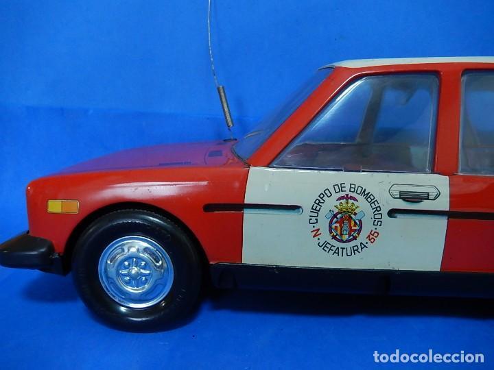 Juguetes antiguos Román: Seat 131 L, Cuerpo de Bomberos Jefatura. N 35. Distintivo de bomberos de Barcelona. Román. España. - Foto 14 - 120751831