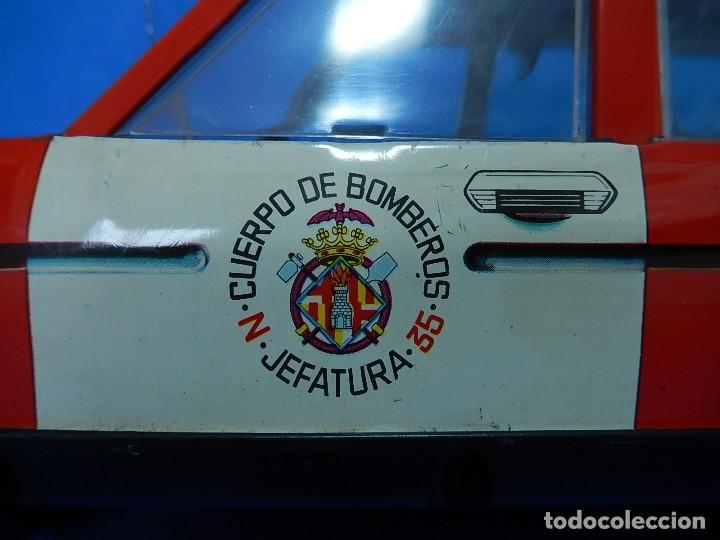 Juguetes antiguos Román: Seat 131 L, Cuerpo de Bomberos Jefatura. N 35. Distintivo de bomberos de Barcelona. Román. España. - Foto 15 - 120751831
