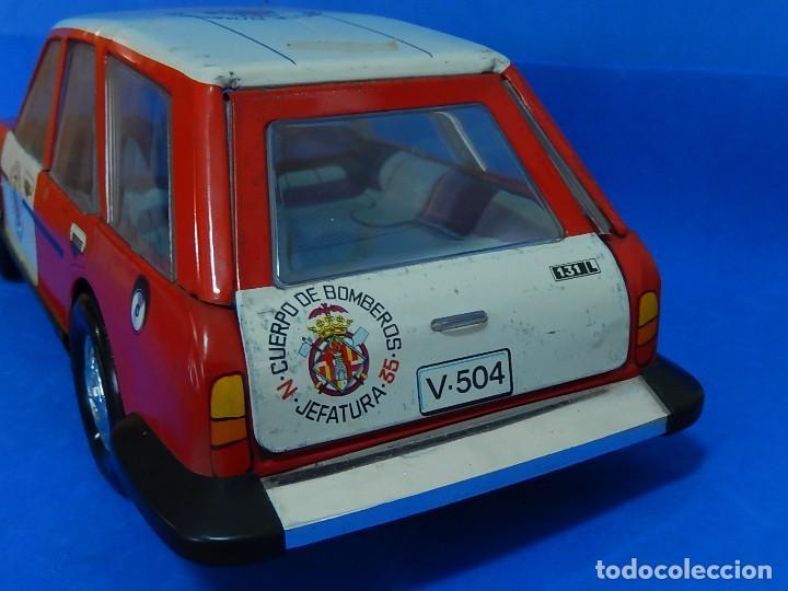 Juguetes antiguos Román: Seat 131 L, Cuerpo de Bomberos Jefatura. N 35. Distintivo de bomberos de Barcelona. Román. España. - Foto 17 - 120751831