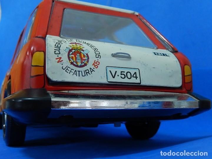 Juguetes antiguos Román: Seat 131 L, Cuerpo de Bomberos Jefatura. N 35. Distintivo de bomberos de Barcelona. Román. España. - Foto 19 - 120751831