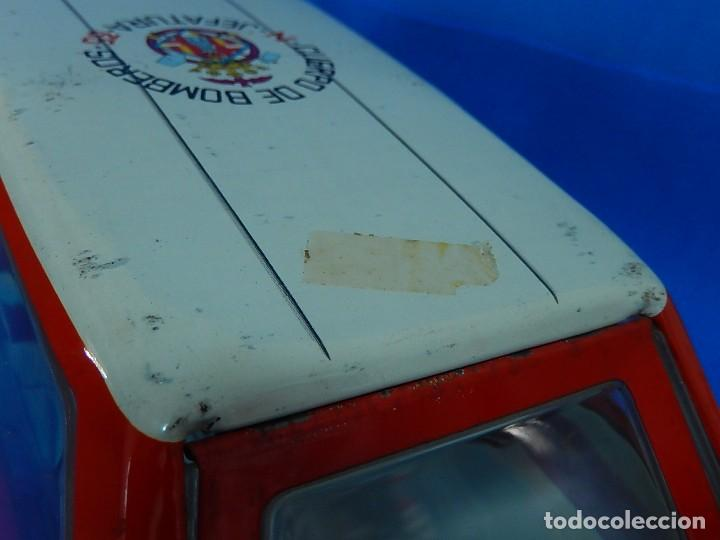 Juguetes antiguos Román: Seat 131 L, Cuerpo de Bomberos Jefatura. N 35. Distintivo de bomberos de Barcelona. Román. España. - Foto 20 - 120751831