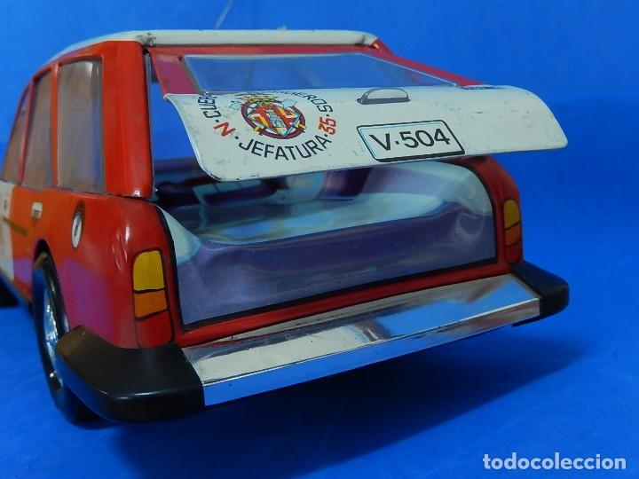 Juguetes antiguos Román: Seat 131 L, Cuerpo de Bomberos Jefatura. N 35. Distintivo de bomberos de Barcelona. Román. España. - Foto 21 - 120751831